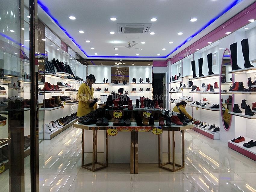 重庆沙坪坝双菱鞋店展柜照片