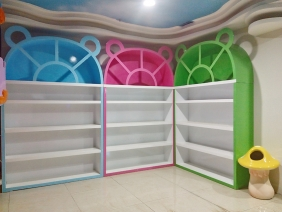 重庆西彭儿童玩具展柜现场照片