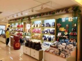 重庆三猫时袋包包店展柜现场照片